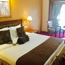 Regant Lake Palace Hotel in Perinad
