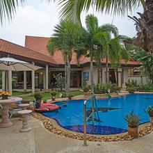 Relaxing Palms Pool Villa 4 Bed in Pattaya
