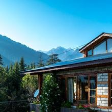 Retreat Studio Cottages in Manali