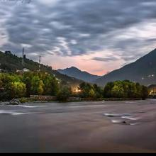 River Site Guest House in Kullu