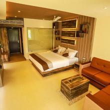 Riverine Suites in Ashtamichira
