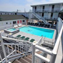 Riviera Resort & Suites in Wildwood