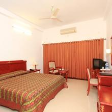 Rns Highway Hotel in Murudeshwara