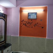 Road Facing Room - Maa Mangalay Bhawan in Vasai