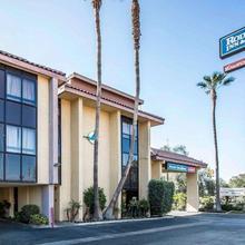 Rodeway Inn And Suites Bakersfield in Bakersfield