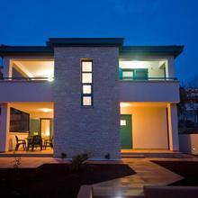 Rooms And Apartments Villa Dama in Pula