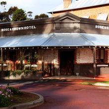 Rose & Crown Hotel in Perth