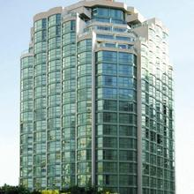 Rosedale On Robson Suite Hotel in Vancouver
