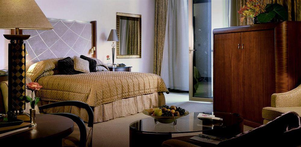 ROSEWOODS AL FAISALIAH HOTEL in Riyadh