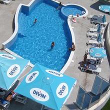 Royal Cove Hotel in Topola