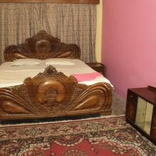 Royal Guest House & Service Apartment in Kolkata