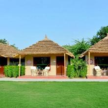 Rustic hut with a lawn in Ranakpur, by GuestHouser 38629 in Chhora