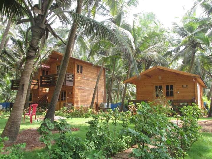 Samant Beach Resort Wooden in Malvan