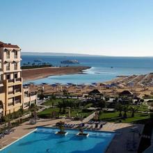 Samra Bay Hotel And Resort in Al Ghardaqah