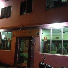 Sangh Shree Guest House in Manpur