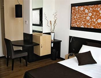 Sanlu Hotel in Sternatia