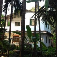 Sarah Holiday Home in Murud