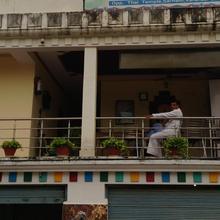 Sarnath Guest House in Kadipur