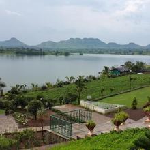 Savana Lake Resort in Trimbakeshwar