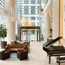 Shangri-la Hotel Vancouver in Vancouver
