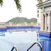 Shenzhen Luwan International Hotel and Resort in Shenzhen