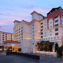 Sheraton Grand Pune Bund Garden Hotel in Phursungi