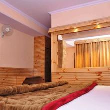 Shimla Holiday Inn in Kandaghat