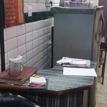 Shiv Shankar Hotel in Mustafabad