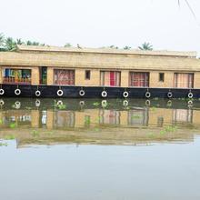 Shivaganga Houseboat in Kottayam