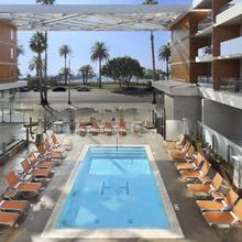 Shore Hotel in Los Angeles