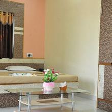 Shri Hari Hotel in Badnera