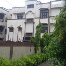 Shri Shri Radha Shyam Palace in Mathura