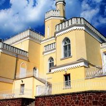 Sir David Balaton Castle in Monoszlo