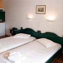 Siroco's Rooms And Studios in Paros