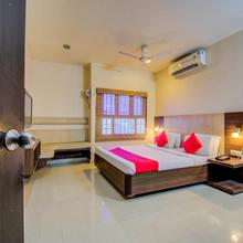 Sivamurugan Hotels in Papanasam