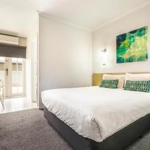 Skyways Hotel Airport West in Melbourne