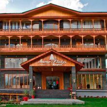 Snow Flakes Resort in Nagar