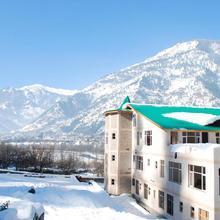 Snow Touch Resort in Nagar