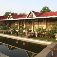 Sona Villa, The Lake Chalet in Talgaon
