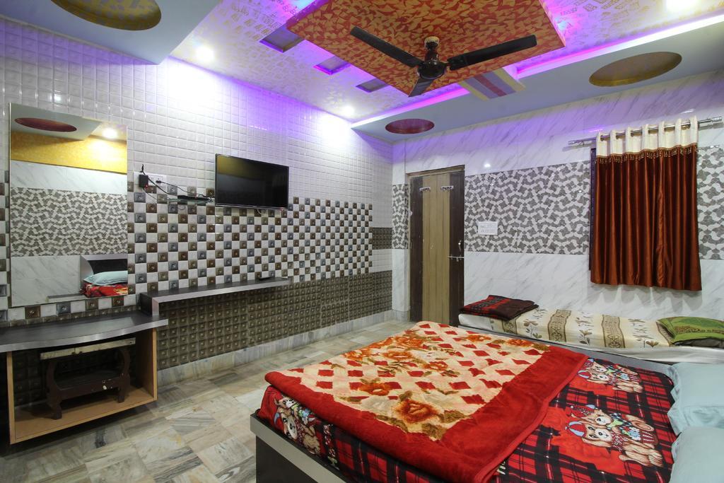 Spacious Room on Neelkanth Road in Mount Abu