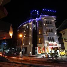 Srivar Hotels in Guruvayoor