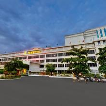 Srm Hotel in Guduvancheri