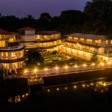 Stone Wood Riverfront Resort in Goa