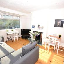 Stunning Park Royal Apartment in Hendon