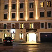 Suite Hotel 900 M Zur Oper in Brunn Am Gebirge