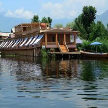Sukoon Houseboat Dal Lake in Karapur