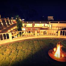 Summer House Resort in Danishpet