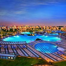 Sunrise Crystal Bay Resort in Al Ghardaqah