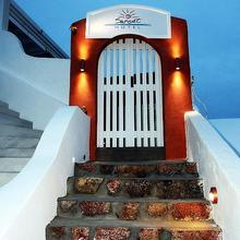 Sunset Hotel in Thira