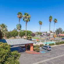 Super 8 By Wyndham Bakersfield/central in Bakersfield